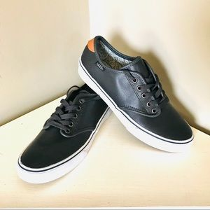 NWOB Vans Off The Wall Gray Utracush Leather Shoe